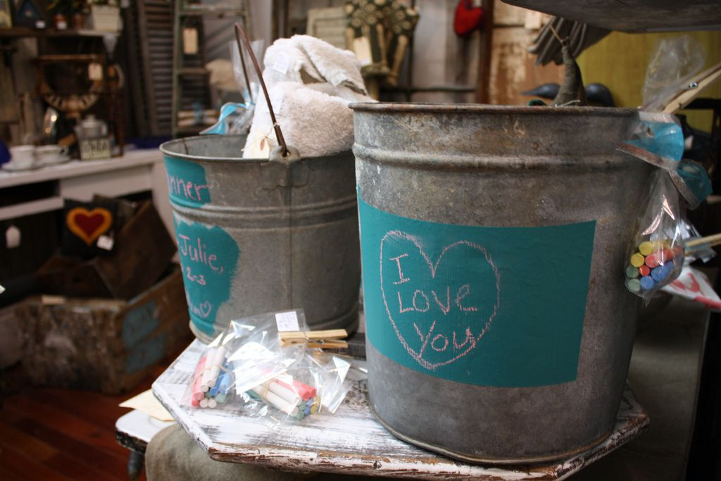 shopping for vintage items for wedding rustic wedding chic