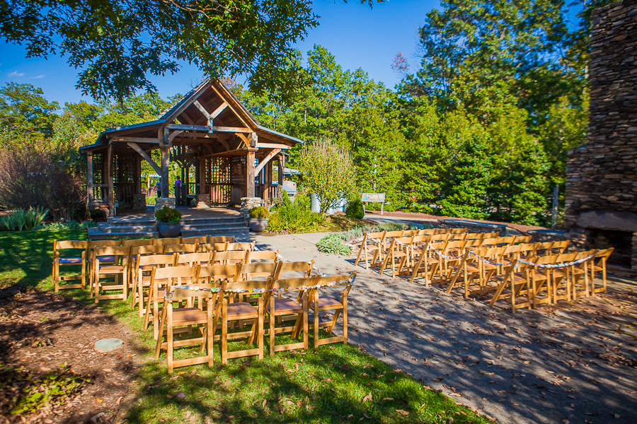 North carolina rustic wedding at the north carolina for Wedding venues in asheville nc