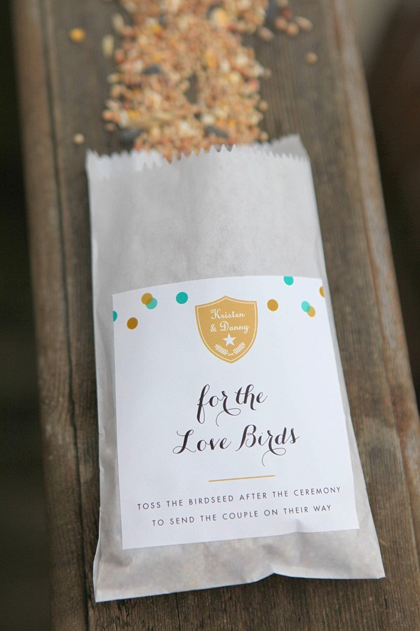 How to make birdseed favors for a wedding