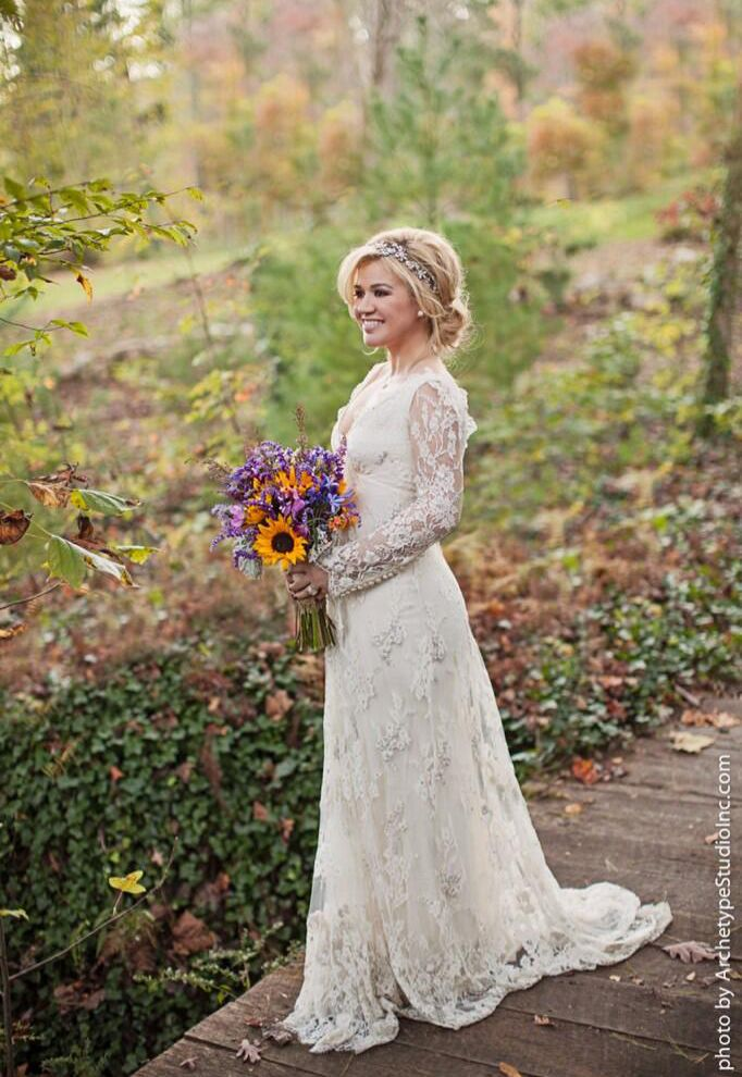 5 Things We Loved About Kelly Clarkson Wedding - Rustic ...