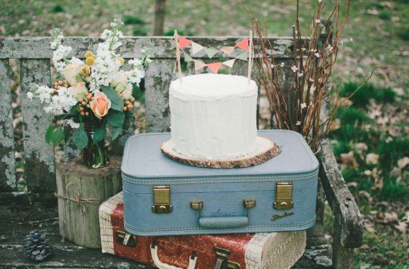 Chic Rustic Country Wedding: Creative Wedding Cake Displays