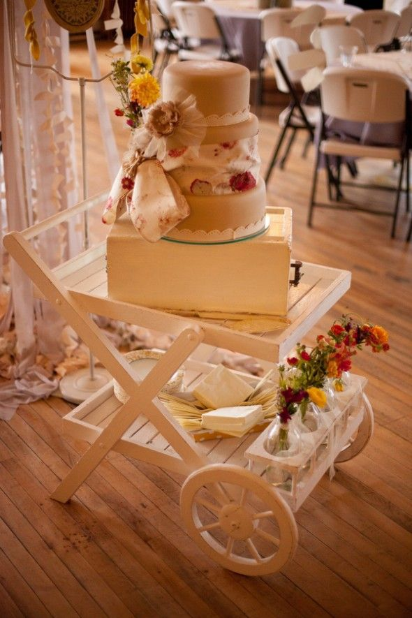 display wedding cake creative wedding cake displays rustic wedding chic 13602