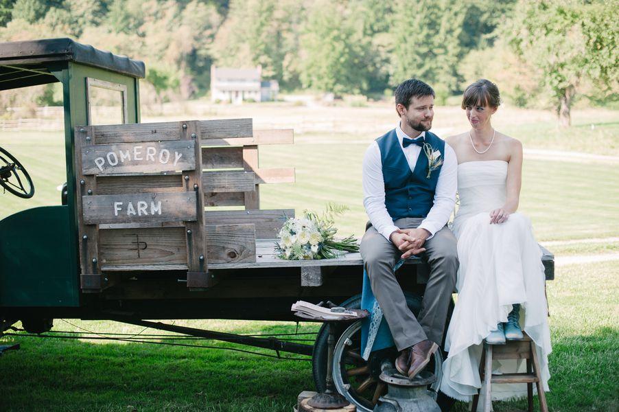farm-wedding-bride-groom