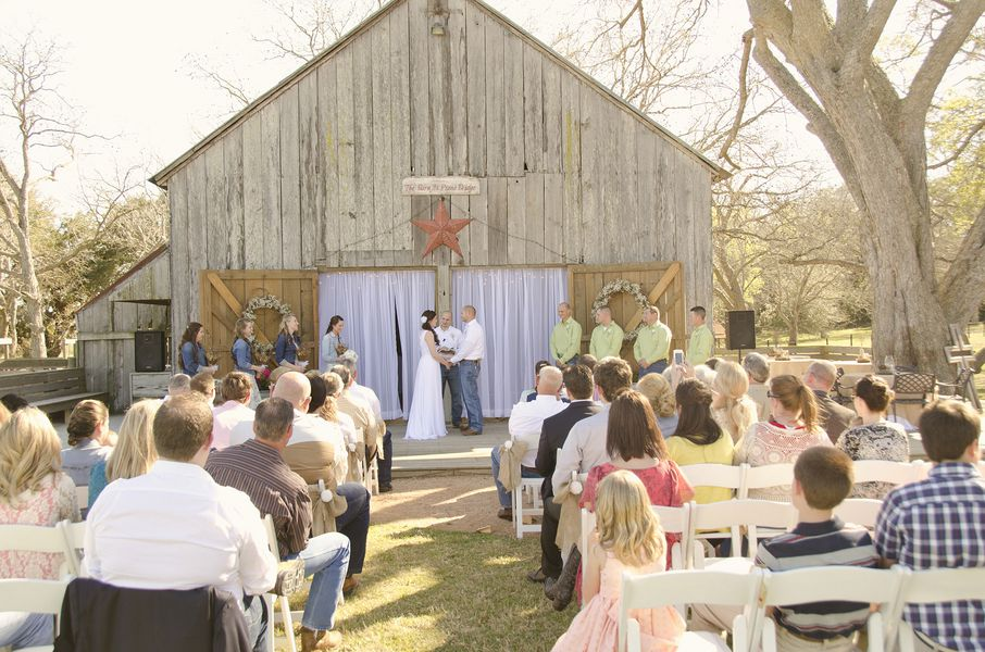 Burlap Amp Lace Rustic Barn Wedding Rustic Wedding Chic