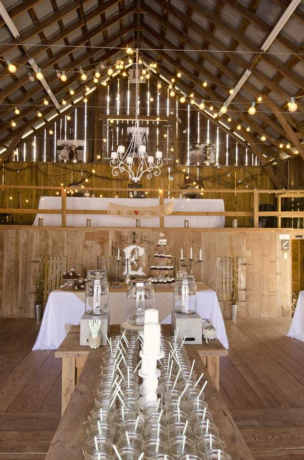burlap  u0026 lace rustic barn wedding