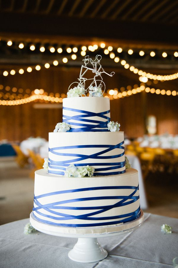low country wedding cakes virginia barn wedding at castle hill cider rustic 16961