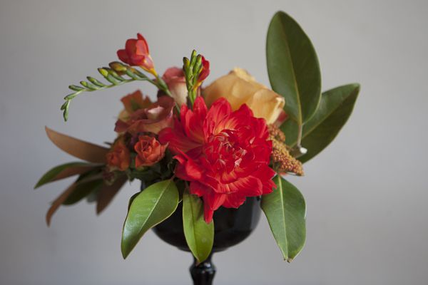 How to Arrange a Pedestal Centerpiece