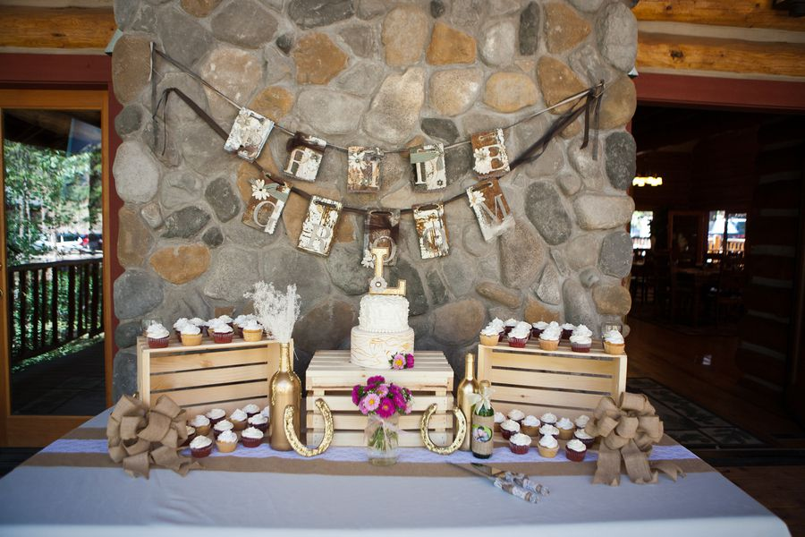 wedding cake table decorations rustic rustic mountain lodge wedding rustic wedding chic 26184
