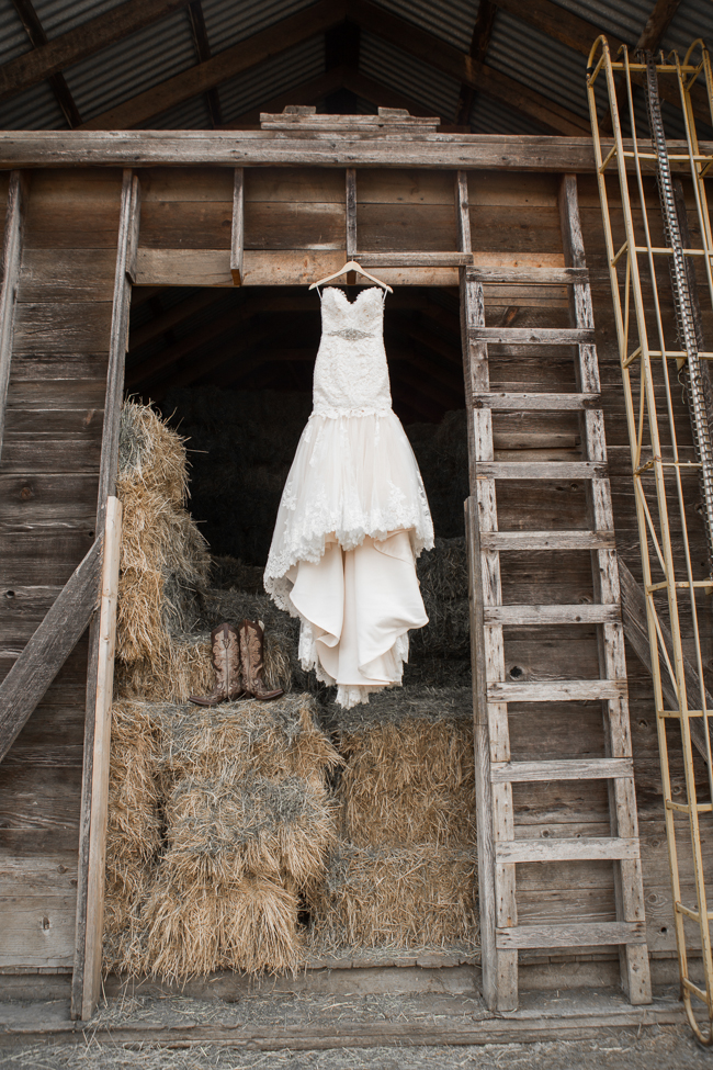 Elegant outdoor country wedding rustic wedding chic for Wedding dresses for outdoor country wedding