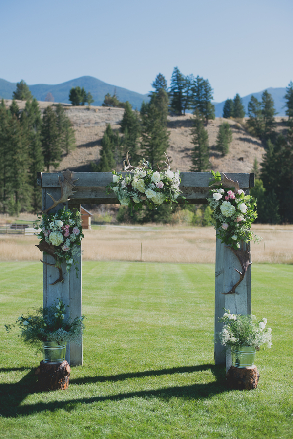 Outdoor Montana Wedding: Mackenzie + Taylor