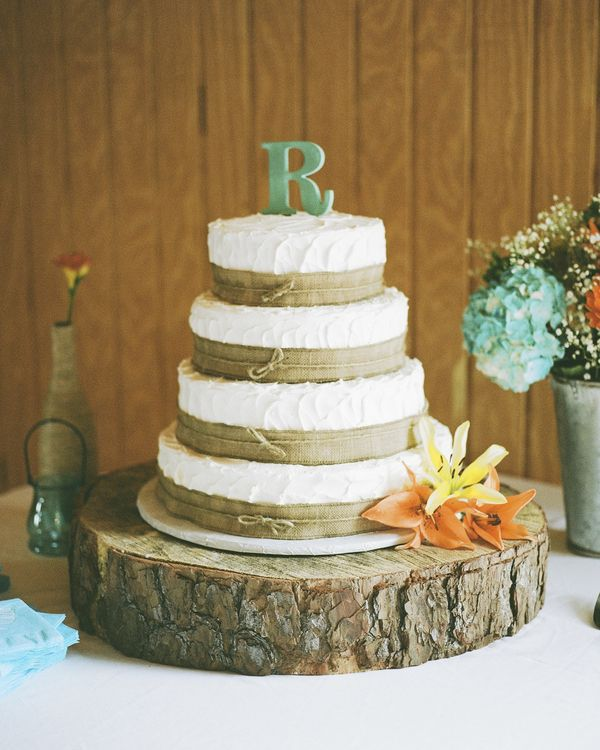10 Amazing Burlap Wedding Cakes