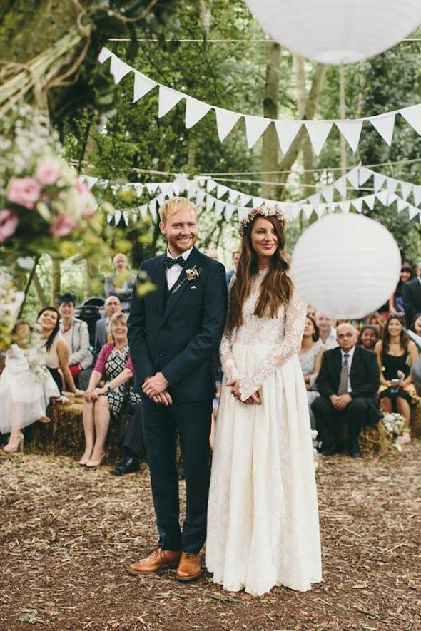 20 Festive Ways To Decorate Your Wedding With Pennants