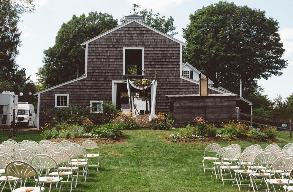 Backyard Rustic Wedding - Rustic Backyard Wedding - Rustic Wedding Chic