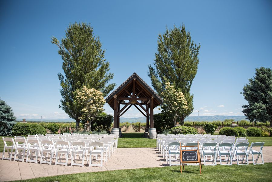 Washington state winery wedding rustic wedding chic sources photography deyla huss photography venue basel cellars a washington state wedding venue florals amor floral designs dress store junglespirit Choice Image