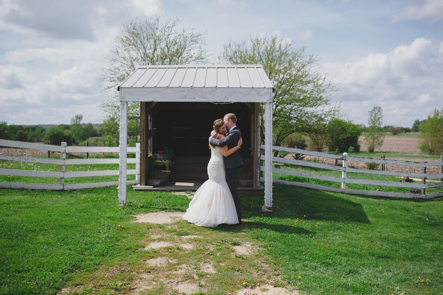 Outdoor farm wedding with do it yourself charm rustic wedding chic country farm wedding solutioingenieria Images
