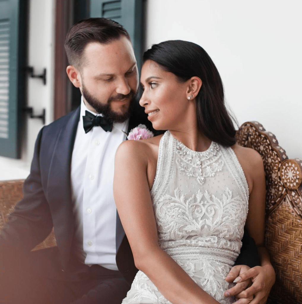 The Expert Guide to Taking Chic Engagement Photos pictures