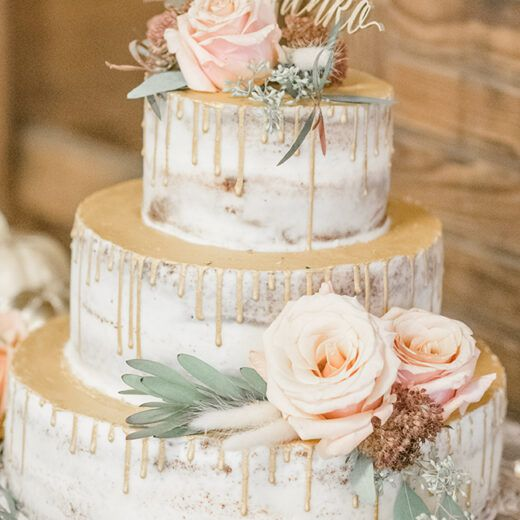 rustic wedding cake with flowers