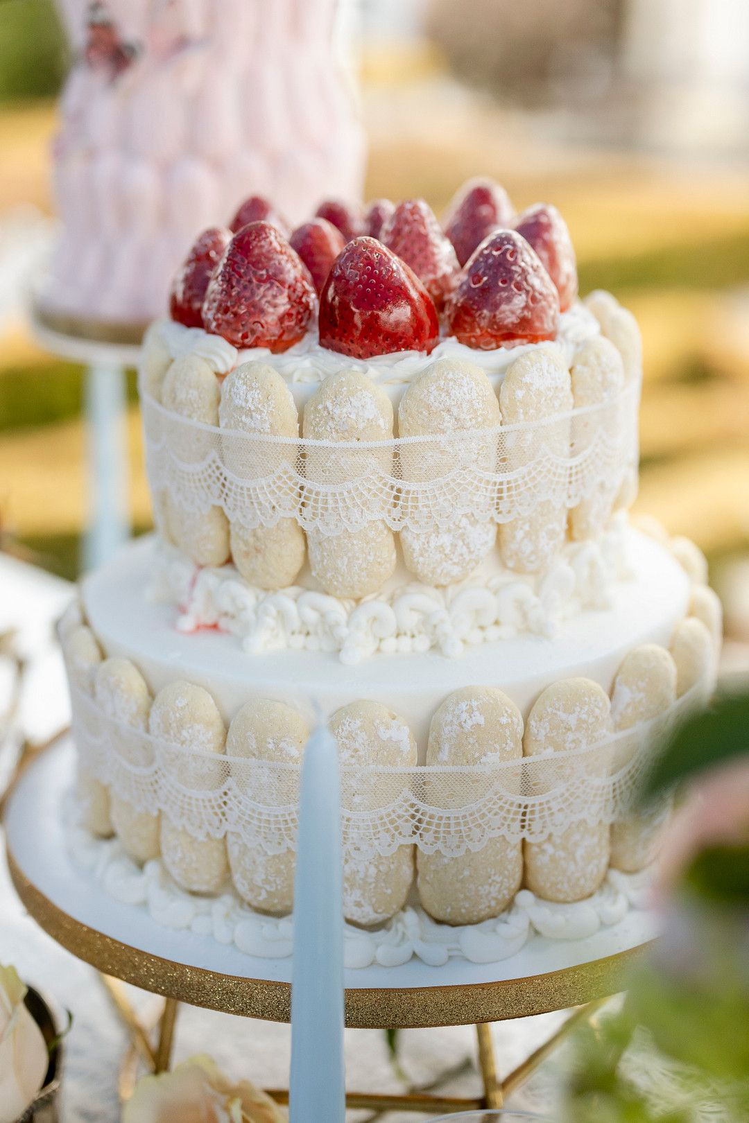 bridgerton netflix cake