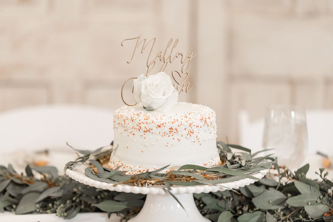 one tier white wedding cake