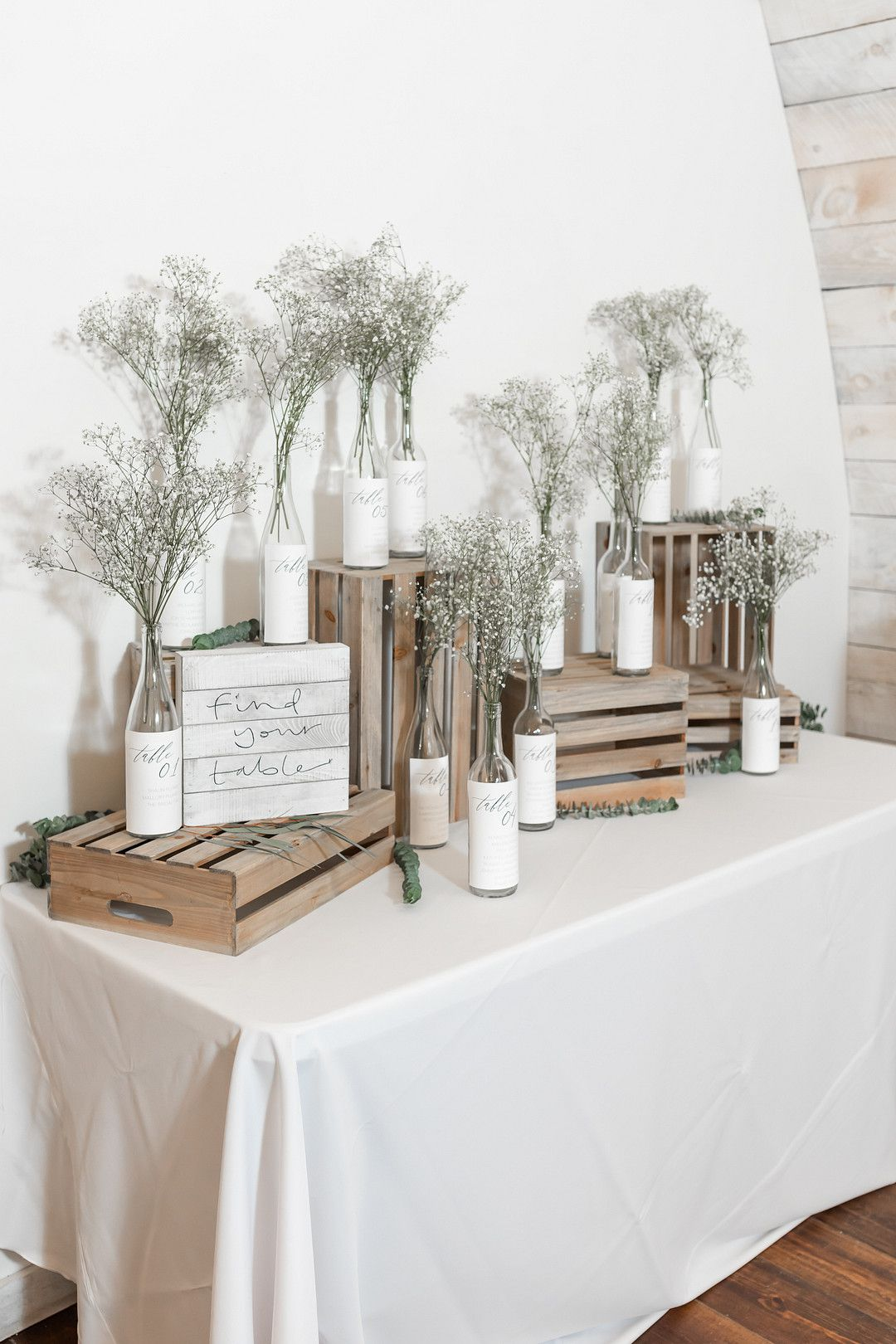 winter wedding gifts table